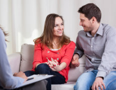 couple consults to their psychologist